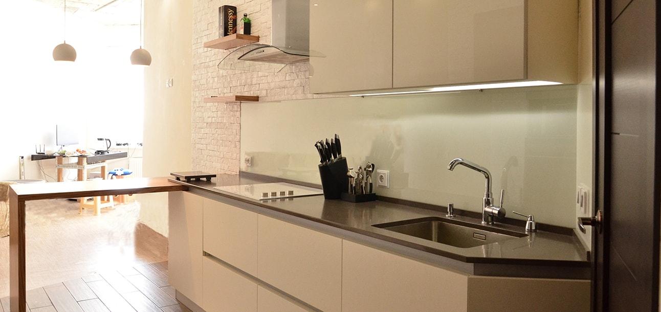 Кухни с фасадом из шпона
