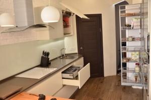 кухня из шпона и стекла
